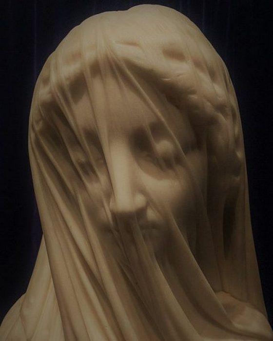 Богородица в вуали.
